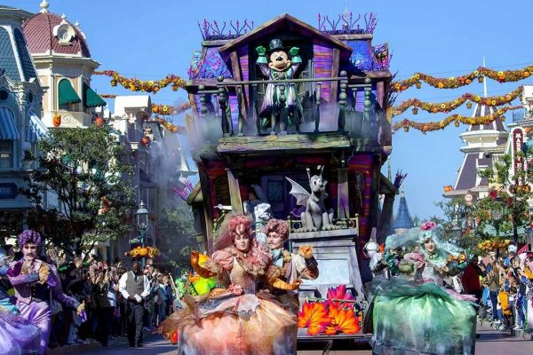 n030418_2025oct04_world_halloween-festival-2018-parade_1280x720
